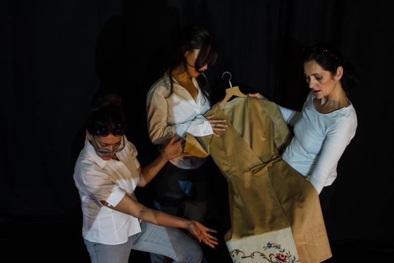 """Das Bild zeigt die Schauspielerinnen/Models der """"Verwandlungen"""" (ZEITMAUL-Theater Bochum)."""