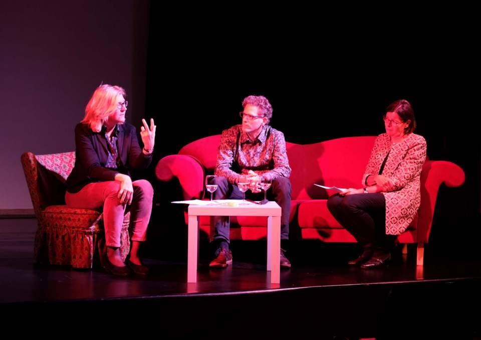 "Im ""Philosophischen Gespräch"": PD Dr. Annette Sell, Prof. Dr. Andris Breitling, Bettina van Haaren (ZEITMAULtheater Bochum)."