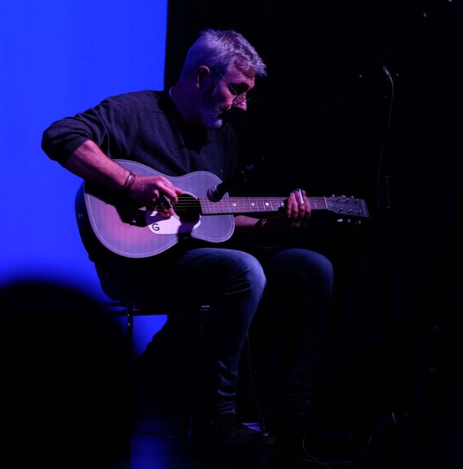 Das Bild zeigt Peter Zontkowski bei einem Auftritt im ZEITMAULtheater Bochum