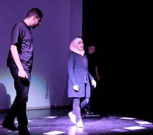"""Ausschnitt aus der Performance """"Krieg"""" (Gastspiel am ZEITMAUL-Theater Bochum)"""