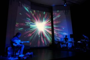 Foto von WireWagne mit dem Medienkünstler Thomas Zehnter (ZEITMAUL-Theater Bochum)