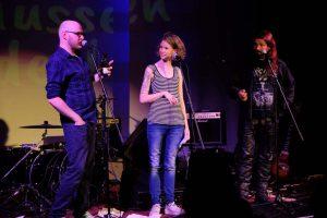 Szenenfoto aus der gemeinsamen Aufführung von The Pighounds & Wir müssen r3den (ZEITMAUL-Theater Bochum)