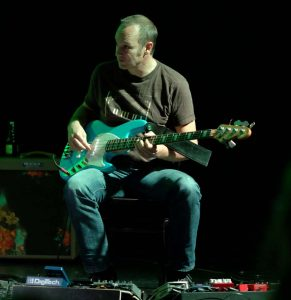 Ausschnitt aus der gemeinsamen Performance von WireWagna und dem Musiker Oliver Siegel (ZEITMAUL-Theater Bochum)