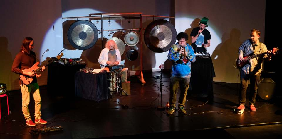 "Konzertfoto von Auftritt ""The Positive Creative World Ensemble"" (ZEITMAUL-Theater Bochum)"